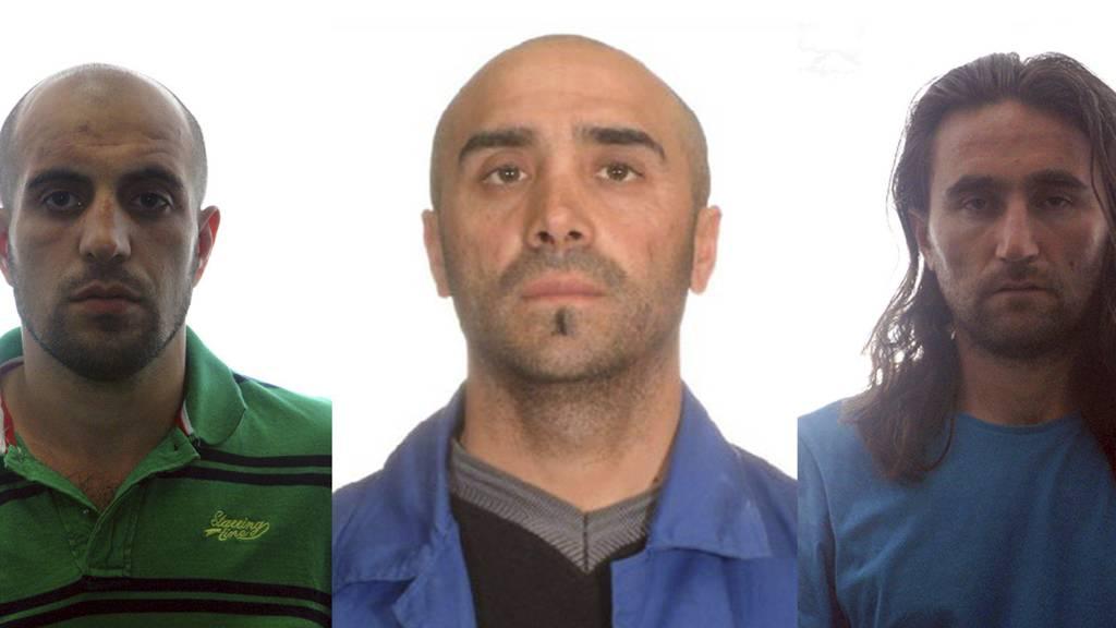PÅGREPET: Disse tre ble pågrepet av spansk politi, mistenkt for å planlegge en terroraksjon i Europa. De tre, som ikke er identifisert med navn, skal ha hatt nok eksplosiver til å sprenge en buss. (Foto: Afp/NTB Scanpix)