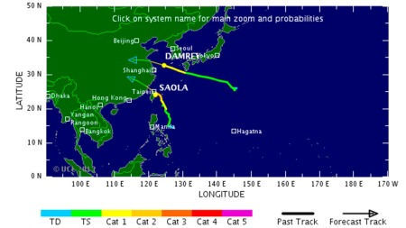 TYFONER: To tropiske sykloner er begge på vei inn mot Kina. (Foto: TSR)