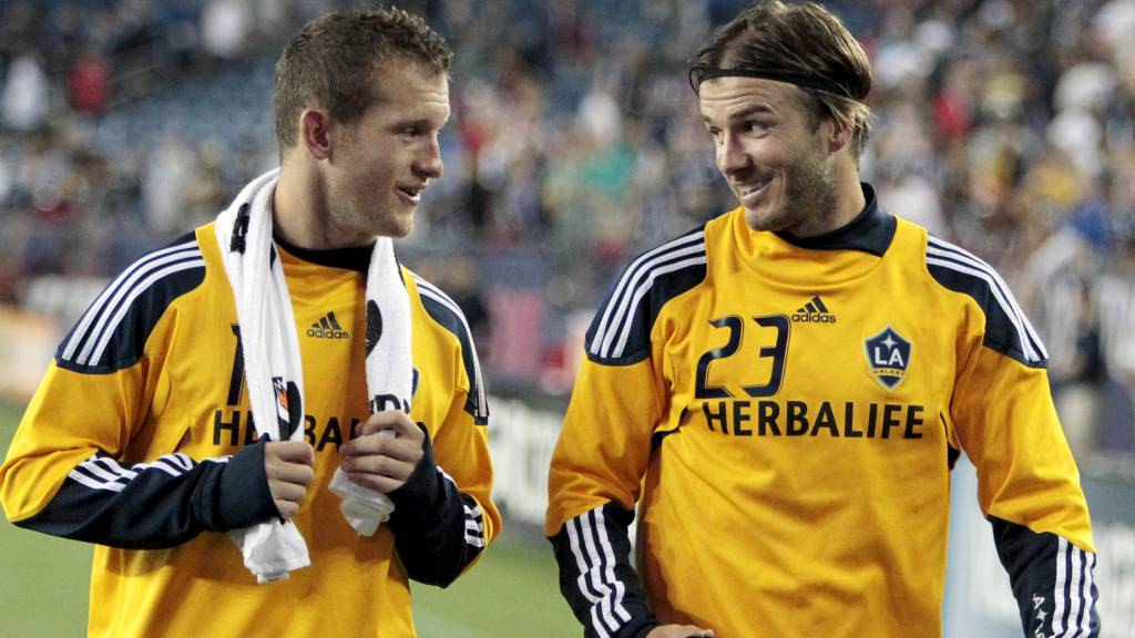 Chad Barrett og David Beckham (Foto: Michael Dwyer/Ap)