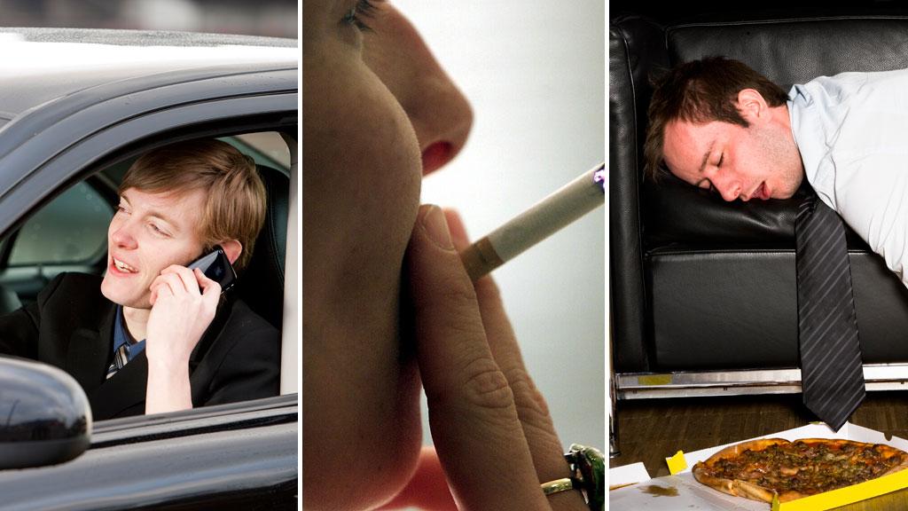 UVANER: Å snakke i mobiltelefonen mens man kjører, festrøyke og kapitulere på sofaen etter jobb er dårlige vaner. Bli kvitt dem i dag. (Foto: Illustrasjonsfoto)