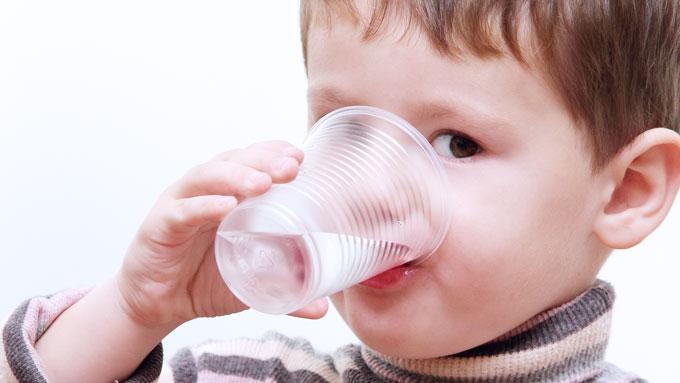 LAVERE IQ: Studien antyder at barn i områder med mye fluor i drikkevannet har lavere IQ enn barn i områder med lite fluor.  (Foto: COLOURBOX (illustrasjonsbilde))