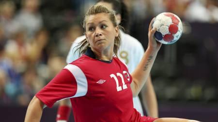 Amanda Kurtovic måtte ut med skade i kampen mot Spania. Den unge håndballspilleren håper å være klar til semifinalen mot Sør-Korea.  (Foto: Larsen, Håkon Mosvold/NTB scanpix)