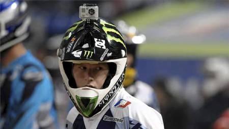 EKSTREMSPORT: Hjelmkamera har tradisjonelt vært brukt til å filme actionidretter, som denne sykkelcrossutøveren bedriver. (Foto: Gopro/)