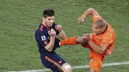 SNEIJDER VIL HA SELSKAP: Wesley Sneijder   ønsker seg Nigel de Jong til Inter. (Foto: CARL DE SOUZA/Afp)