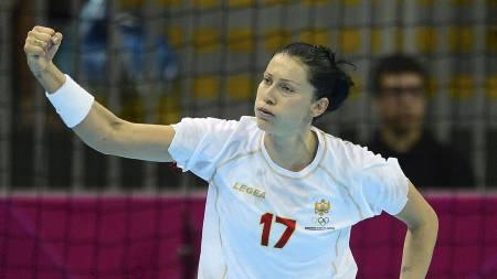 SUPERSTJERNE: Bojana Popovic er regnet som en av tidenes beste utespiller i håndball.  (Foto: JAVIER SORIANO/Afp)