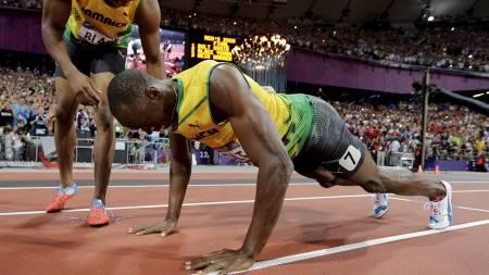 Her feirer Usain Bolt gullet med armhevinger.  (Foto: David J. Phillip/Ap)