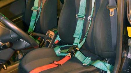 WRXen er en bil som innbyr til aktiv kjøring, og Steffen har tatt det til etterretning: Fempunkts sikkerhetsbelter er en av upgrades´ene han har fått på plass. (Foto: Privat)