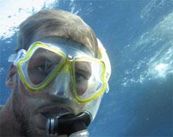 Thor Heyerdahls barnebarn Olav var med som dykker da Tangaroa krysset Stillehavet. (Foto: Tangaroa)
