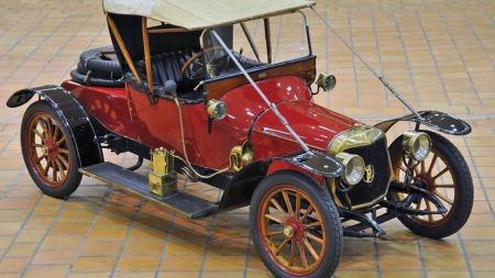 1913 Panhard & Levassor X19 roadster, anslått til 25.000 til 35.000 euro. Solgt for 81.300 euro, eller tilsvarende drøyt 600.000 kroner. (Foto: Artcurial)