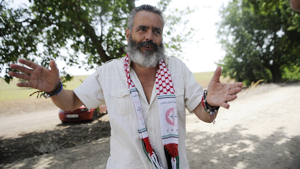 RUNDSTJAL MATBUTIKKER: Ordfører Juan Manuel Sánchez Gordillo avbildet like før han ble pågrepet onsdag. (Foto: SCANPIX)