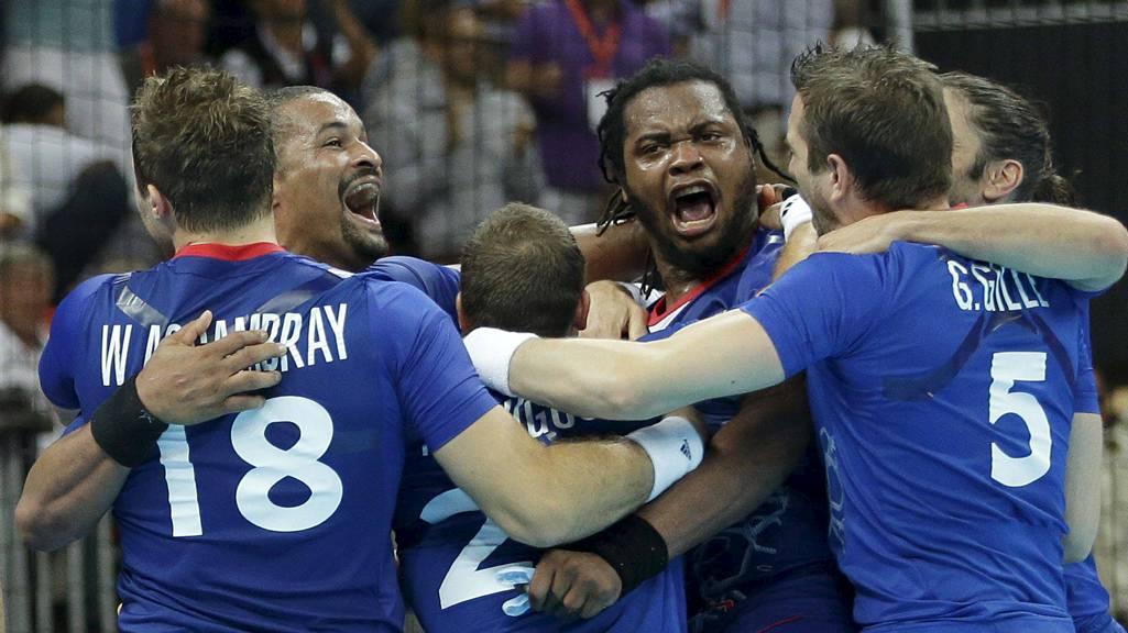 OL-FINALE: Frankrike sikret seg finaleplass da de slo Kroatia 25-22 fredag kveld.  (Foto: Matthias Schrader/Ap)