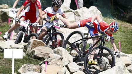 RETT I BAKKEN: Gunn-Rita Dahle Flesjå gikk i bakken på første runde. Det sendte henne bakover i feltet.  (Foto: Junge, Heiko/NTB scanpix)