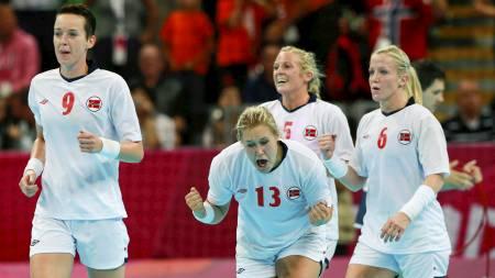 NUMMER TO FOR NORGE: Det norske håndballandslaget for kvinner tok sitt andre strake OL-gull.  (Foto: ADREES LATIF/Reuters)