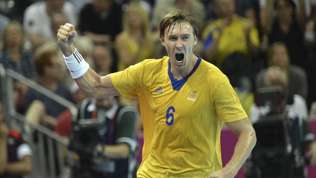 FINALEPLASS: Jonas Kallmann og de svenske håndballherrene er videre til finalen etter at de slo Ungarn 27-26.  (Foto: CHRISTOPHE SIMON/Afp)