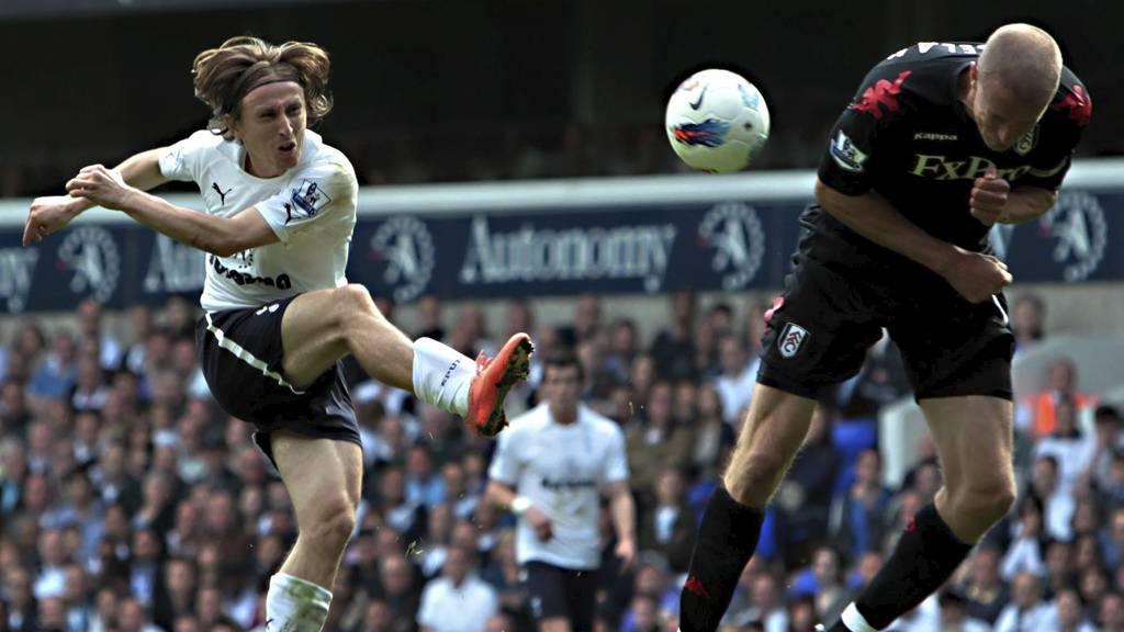 Luka Modric mot Brede Hangeland, i det som kan bli kroatens siste kamp for Tottenham (Foto: Sean Dempsey/Pa Photos)
