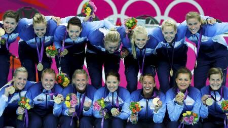 GULLMEDALJE: De norske håndballjentene var favoritter før årets sommerleker. De måtte derimot kjempe hardt for en plass i finalen, men klarte til slutt å forsvare OL-gullet fra Beijing.  (Foto: CATHAL MCNAUGHTON/Reuters)