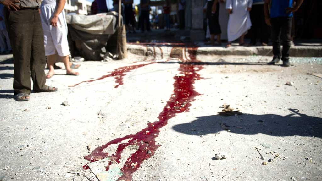 HARDE KAMPER: Kampene i Syria fortsetter med uforminsket styrke. Her fra et angrep i Aleppo på fredag, hvor minst ti mennesker mistet livet. (Foto: AFP PHOTO/PHIL MOORE)