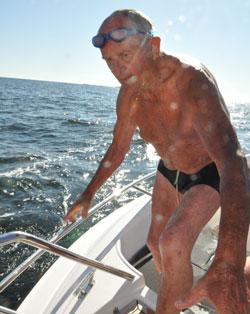 Jan Høeg på 89 var eldstemann om bord mandag. (Foto: Torgeir Higraff)