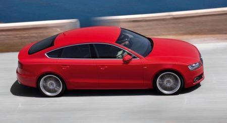 Audi A5 Sportback: De same coupelignende linjene, men bedre plass både til passasjerer og bagasje.