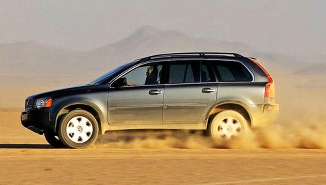 Volvo XC90 med V8-motoren på 4,4-liter er det ikke så mange av. Her får en 320 hk - og et enormt skyv - i tillegg til god plass, syv seter og masse annet utstyr. Prisen på kraftpakken da den var ny i 2006 var 1,5 mill. kroner - FØR ekstrautstyr. Nå kan den bli din for godt under halvparten.