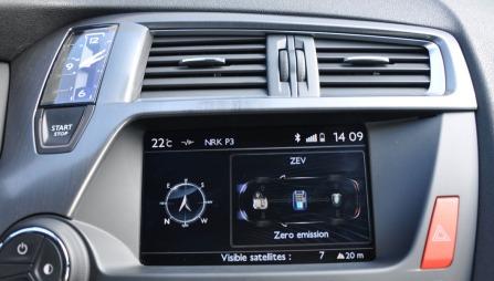 Du kan velge selv hvor miljøvennlig du vil kjøre. I ZEV-modus bruker du minst mulig drivstoff - men du kan bare kjøre i rundt 40 km/t på ren eldrift.