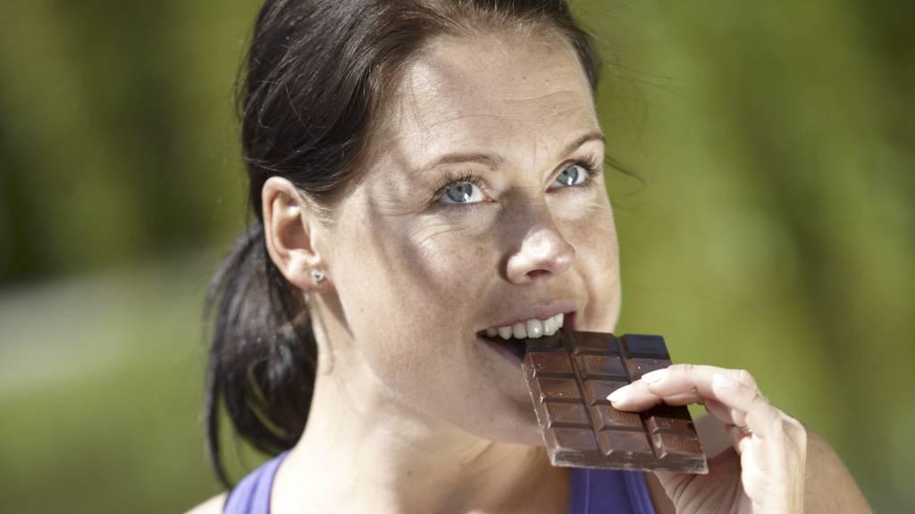 MØRK SUNNEST: Mørk sjokolade kan bidra til å senke blodtrykket, ifølge ny studie. (Foto: Illustrasjonsbilde / Colourbox/)