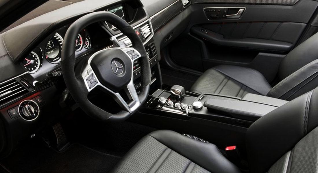 Hvis du kjøper en Mercedes-Benz E63 AMG med AMG Performance Pack - får du blant annet et ratt med semsket skinn på kantene - og 550 hk under panseret!