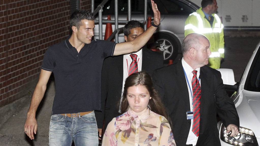 Robin Van Persie Sighting - Manchester. Robin van Persie arrives for his medical at the Bridgewater Hospital in Manchester (Foto: Eamonn and James Clarke/Pa Photos)