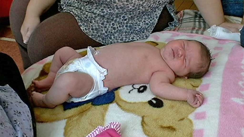 NYFØDT: Nyfødte Zselyke er like stor som en fem måneder gammel baby.  (Foto: RTLKLUB )
