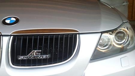 Et stort AC Schnitzer-emblem i grillen avslører at det sitter en entusiast bak rattet. (Foto: Privat)