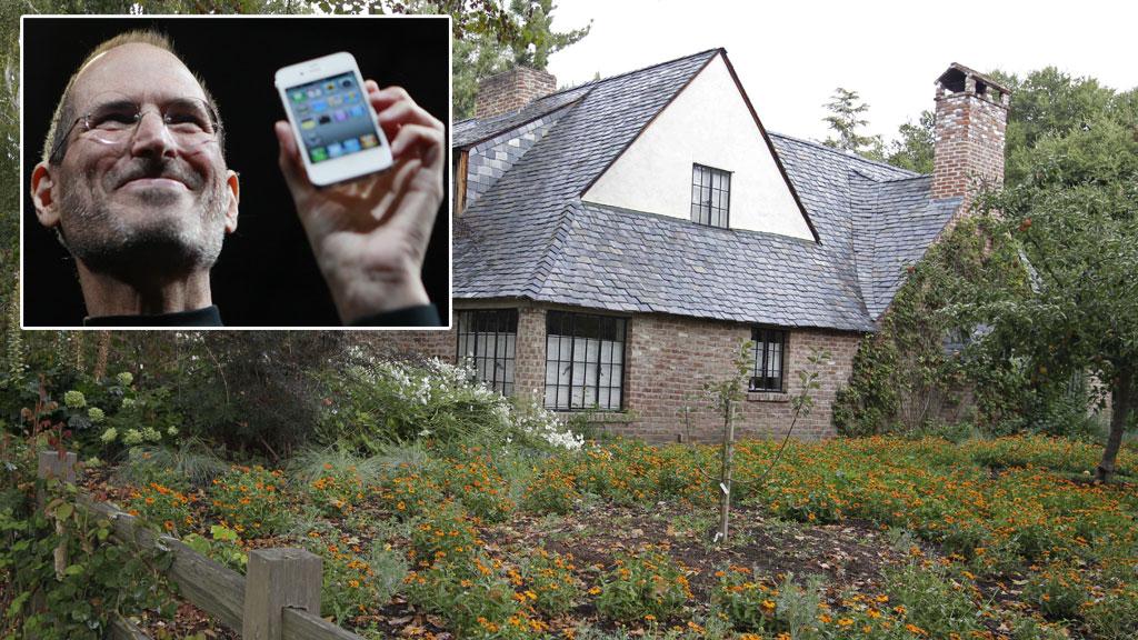 INNBRUDD: Avdøde Steve Jobs' hjem i Palo Alto i California ble utsatt for innbrudd i juli. Tyven ble tatt med Apple-teknologi. (Foto: NTB SCANPIX / MONTASJE)