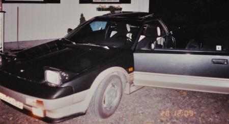 Undertegnedes MR2 Mk1 parkert utenfor huset. Målestokken for alle senere bilkjøp!