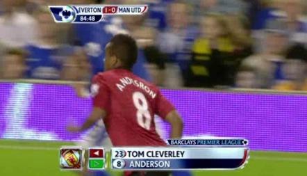 FEILTRYKK: Manchester Uniteds materialforvalter bommet litt da han trykket navnet på drakten til Anderson.