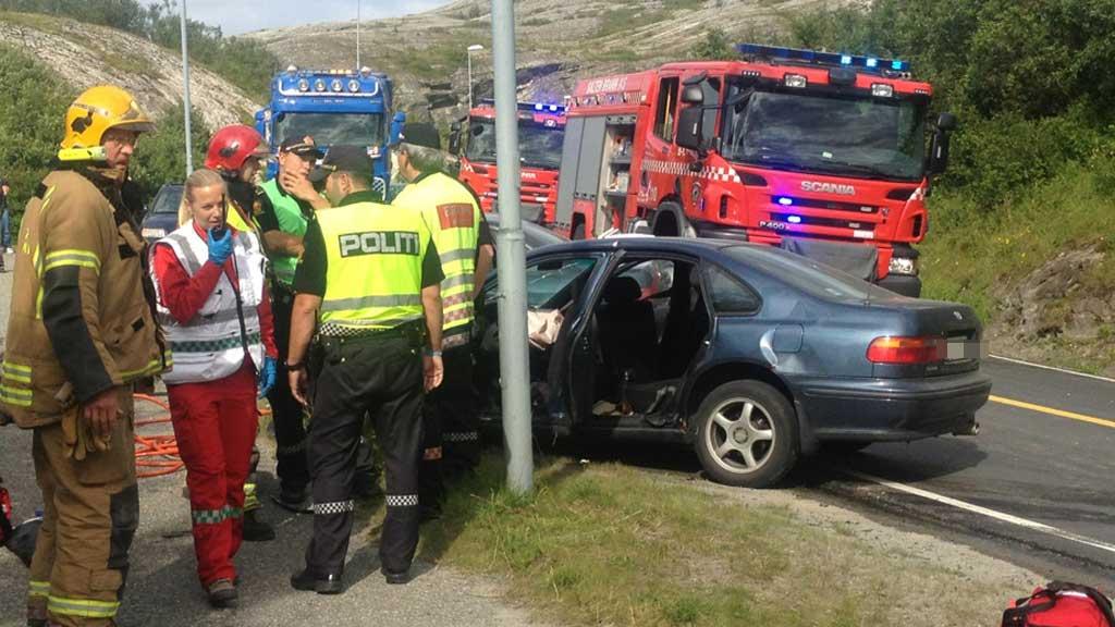 SEKS SKADD: To har alvorlige skader, mens fire slapp fra det med lettere skader da to biler kolliderte i Bodø. (Foto: Jan Helgesen)