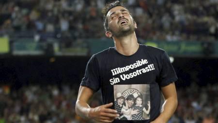 David Villa   med T-skjorte og teksten