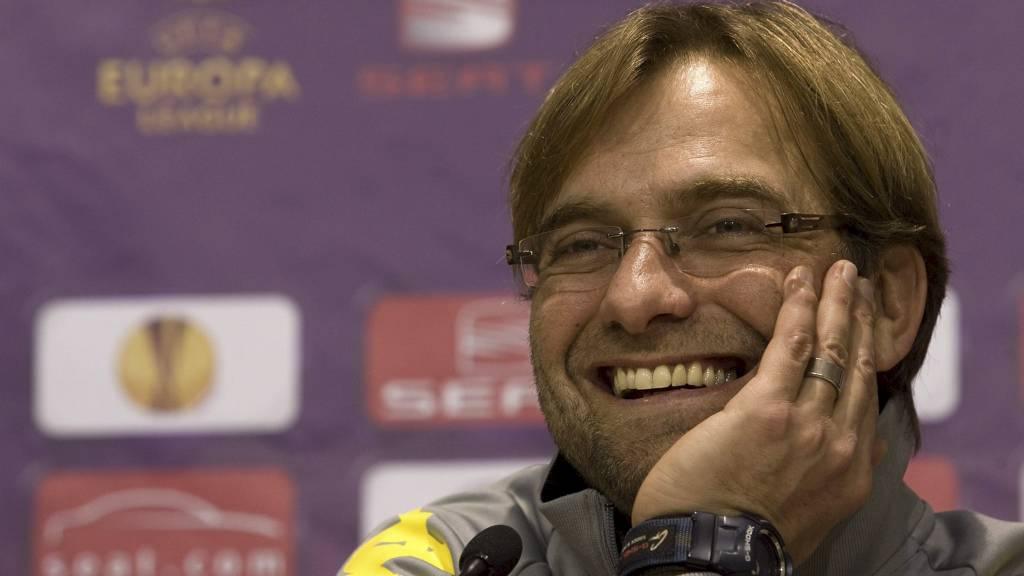 Dortmund-trener Jürgen Klopp mener at korte taktikkpauser vil gi fotballen et løft. (Foto: Miguel Angel Morenatti/Ap)