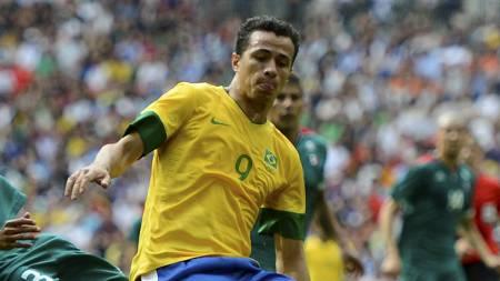 Leandro Damiao mot Mexico i OL (Foto: NIGEL RODDIS/Reuters)
