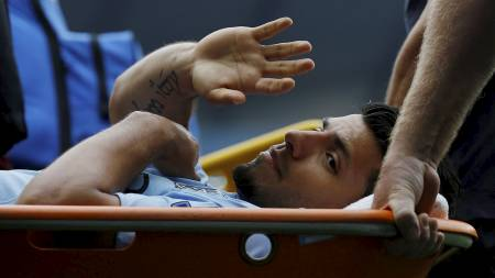 Sergio Agüero vinker til fansen (Foto: PHIL NOBLE/Reuters)