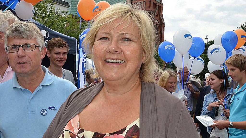 (STJ)ERNA: Høyre-leder Erna Solberg kan smile over den siste  tidens meningsmålinger. Samtidig som Høyre vokser, blir Arbeiderpartiets  regjeringskamerater i SV og Sp stadig mindre. (Foto: Kjetil Løset/TV 2)