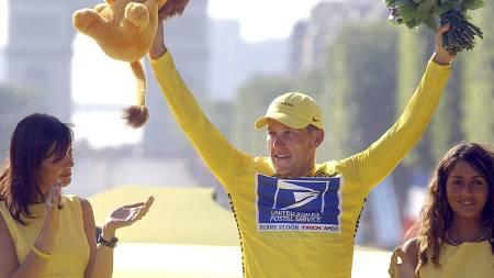 Slik er det mange som husker Lance Armstrong. År etter år i den gule trøyen. Nå har nok flere personer et annet bilde av syklisten.  (Foto: JEAN-LOUIS FEL/AP)