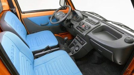 En Piaggio er ikke bilen du reiser på hytta med, men for småturer er likevel komforten til å leve med. Den lille tassen er praktisk - og denne går til og med på strøm! (Foto: Finn.no)