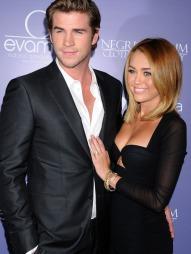 FORLOVET: - Jeg er verdens lykkeligste jente, sa Miley etter forlovelsen med kjæresten Liam Hemsworth. (Foto: Celebrity Photo)