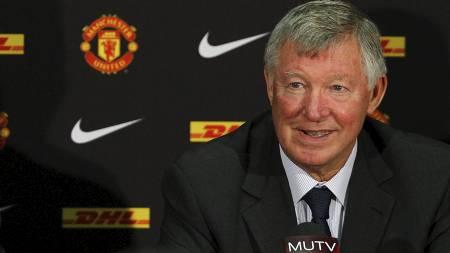 SETTER FOTEN NED: Sir Alex Ferguson nekter spillere under 23 år sportsbiler. (Foto: Barrington Coombs/Pa Photos)