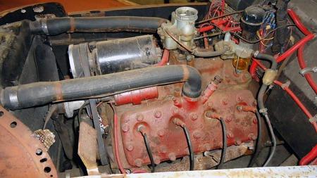 V8-motor og drivverk fra Ford i USA gjør at det rent teknisk   ikke er hverken veldig vanskelig eller veldig kostbart å få skikk på   en slik bil. Utfordringene ligger andre steder. (Foto: eBay)