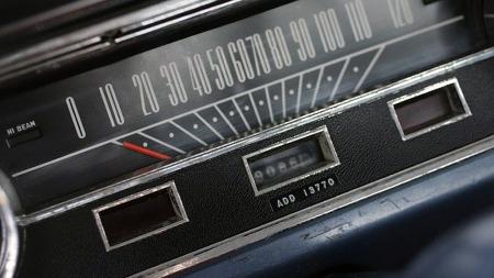 De detaljerte loggbøkene forteller om utskifting av et defekt speedometer etter 13.770 miles, og en Dymo-dekal under telleren på den nye gjør oppmerksom på at man må legge til disse for å få totalen. Veldokumenterte veteranbiler er alltid gøy. (Foto: eBay)