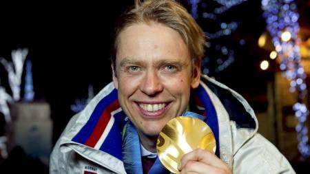 Halvard Hanevold med gullmedaljen han vant som 40-åring i Vancouver. (Foto: Junge, Heiko/NTB scanpix)