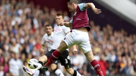LYNRASKT MÅL: Kevin Nolan hamret West Ham i ledelsen før minuttet var spilt. (Foto: Stephen Pond/Pa Photos)