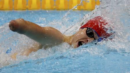 FRISTIL: Storbritannas Thomas Young er i aksjon på mennenes 4x100 meter fristil - 34 poeng i Aquatics Centre i London. Australia gikk til toppsi konkurransen foran Kina og Russland. Storbritannia ble nummer fem. (Foto: Gareth Fuller/Pa Photos)