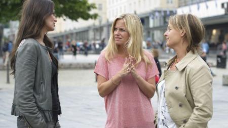 Kathrine Moholt sammen med Solveig Kloppen og Kjersti Bergersen.