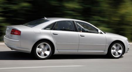 Audi A8 er Audis største bil - og merkets flaggskip. Forrige generasjon ble introdusert i 2003 - og i 2006 kom den med facelift. Da kom også en ny motor - 4,2-literen på hele 326 hk.